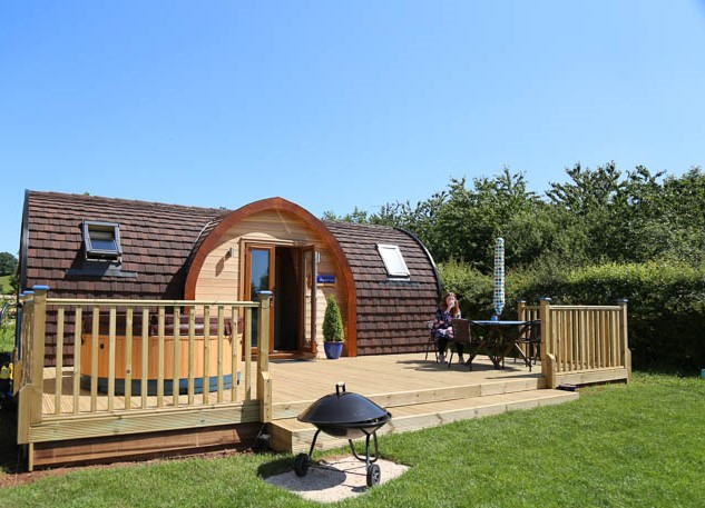 MY FIRST GLAMPING! LUXURY GLAMPING WITH A HOT TUB IN THE MIDLANDS